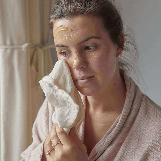 原创             定期去角质护肤品才能吸收好,那大冬天的干皮这咋整啊?