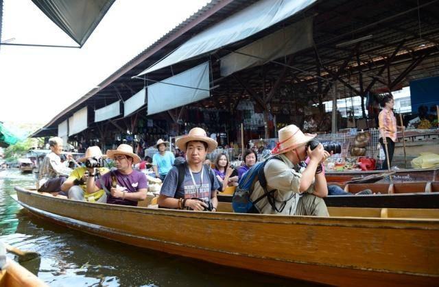在泰国旅游,遇到美女给你递草帽时最好拒绝,经历过的游客都哭了