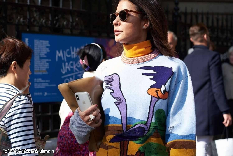 原创             印花毛衣,春天穿正好,教你4个精致又时髦的穿搭思路