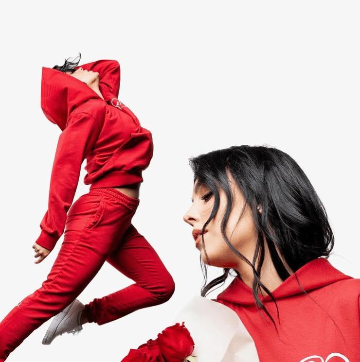 原创             C罗女友成立服装品牌!拍大片嘴唇变薄,和金小妹一样频繁丰唇?