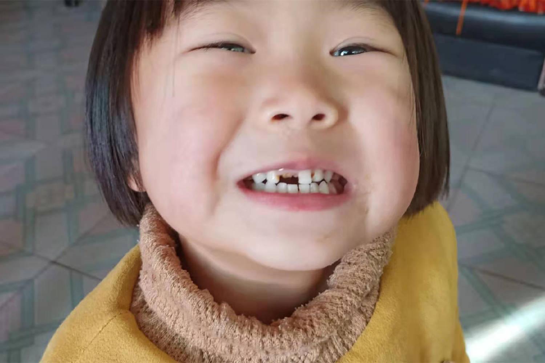 """给宝宝刷牙,大部分父母都掉入了3个""""误区"""",你若中了及时改  第1张"""