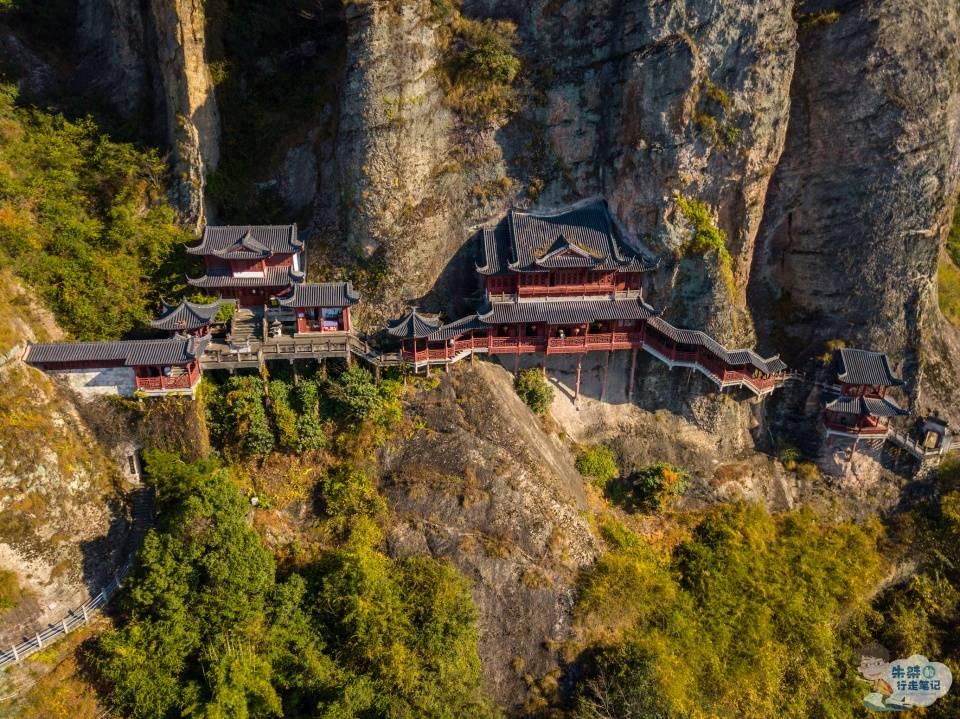 """原创             国内三座选址""""最奇特""""的寺庙,个个匪夷所思,堪称""""世界一绝"""""""