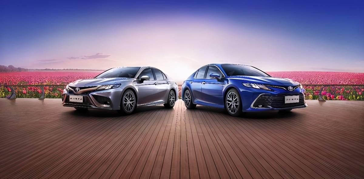 新款双引擎混合动力,牛年第一款牛气十足的中型车发布,新款凯美瑞售价17.98万