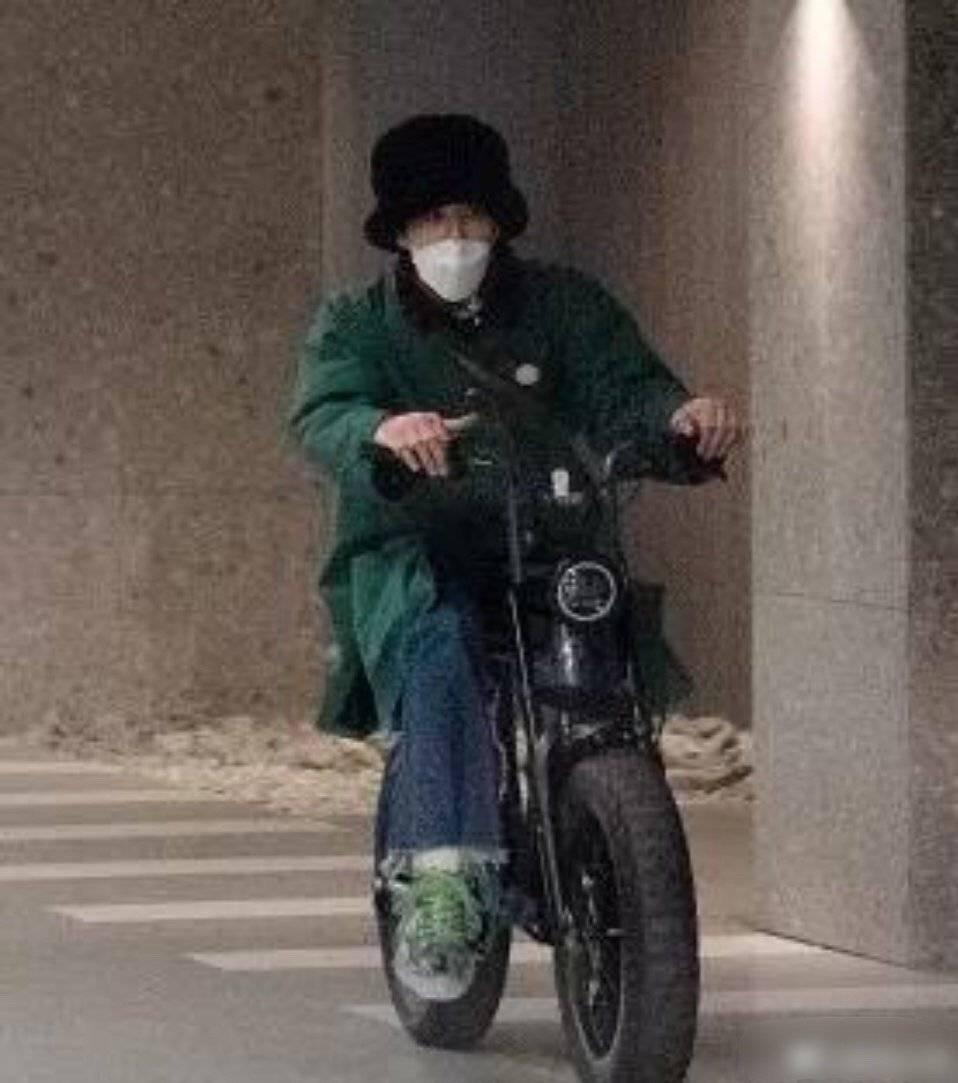 权志龙约会骑的三万块电动车,吴亦凡也拥有同款