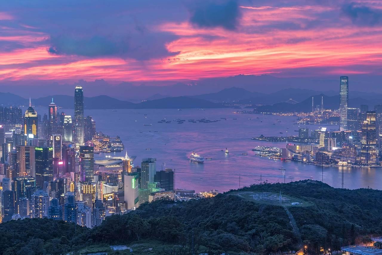 李嘉诚重夺香港首富,不靠房地产李嘉诚怎么赚到那么多钱的?