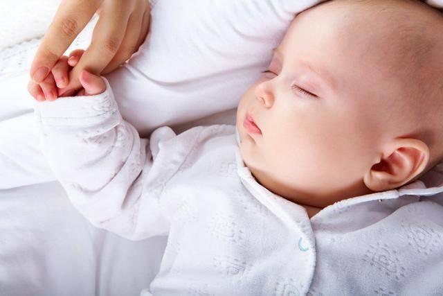 宝宝有这些信号,说明该断夜奶了,宝妈早知早受益