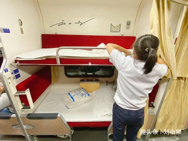 """泰国火车上""""最体贴""""的铺床服务,中国游客感叹:真不愧是泰国!"""
