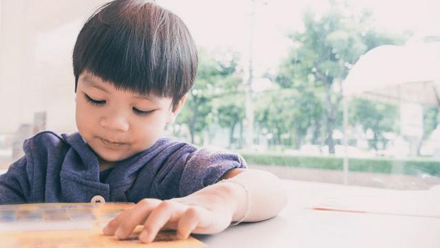 孩子沉迷于手机要不要管?错误教育方法,只会让孩子越陷越深