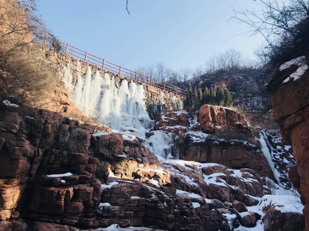 河南一处4A级大峡谷景区,是典型红岩嶂谷群地质地貌景观