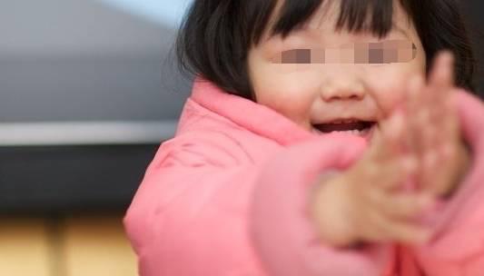 女儿总爱抓头,带去检查,得知原因家人不淡定了