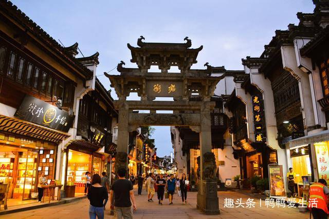 黄山脚下600年老街,保留三个朝代风格兼具徽派特色,游客赞太美