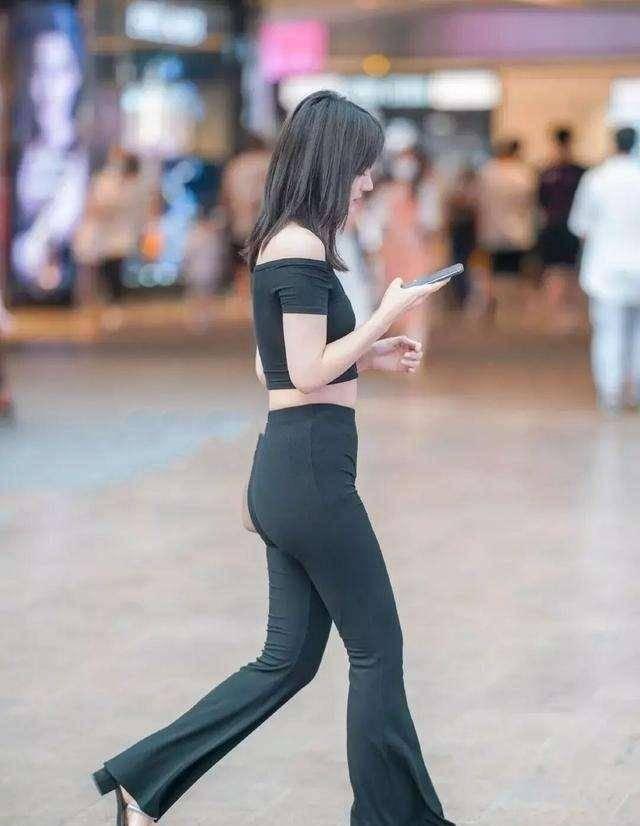 年轻自信的打底裤穿搭随心又时髦,展现英姿飒爽,潮酷十足
