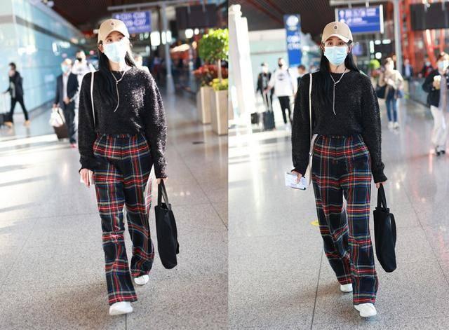海陆穿撞色毛衣显出少女范,配阔腿裤也挺随性,就是比例有些失调