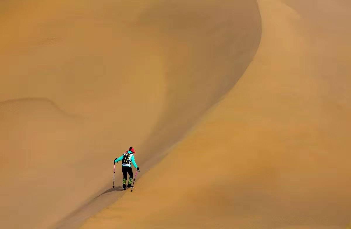 敦煌戈壁徒步穿越沙漠