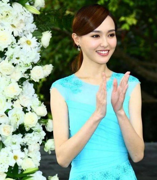 原创             女星的伴娘装,刘亦菲仙气,杨紫甜美,看到郑爽:一看就是真朋友