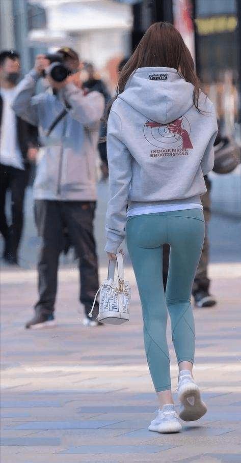 魅力十足的瑜伽裤穿搭舒适不失自在感,修身塑形提气质,时尚新颖