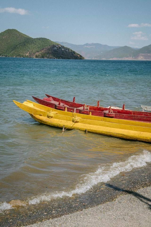 泸沽湖的情人滩,竟然有两个!一个在云南,一个在四川