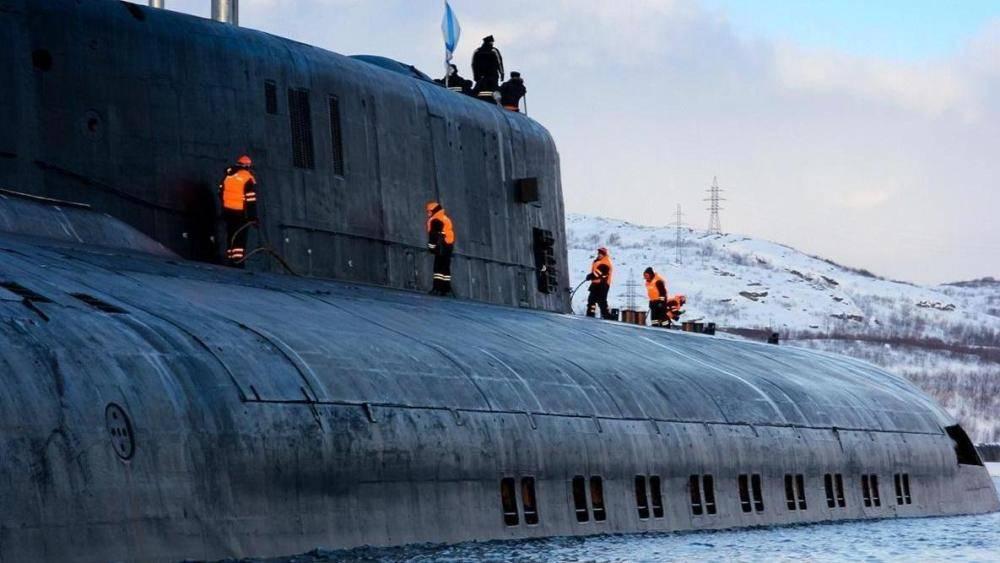 三艘核潜艇同时破冰而出,为表现自己的强大,俄罗斯也是拼了