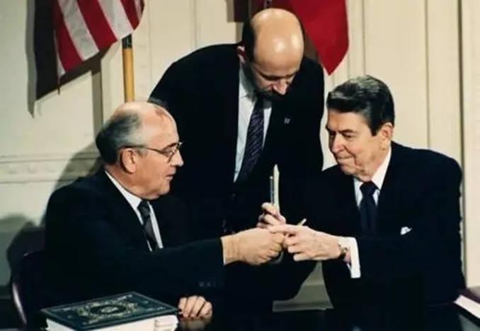 把演技带入政治:里根对苏联演技很高明,戈尔巴乔夫被里根忽悠了