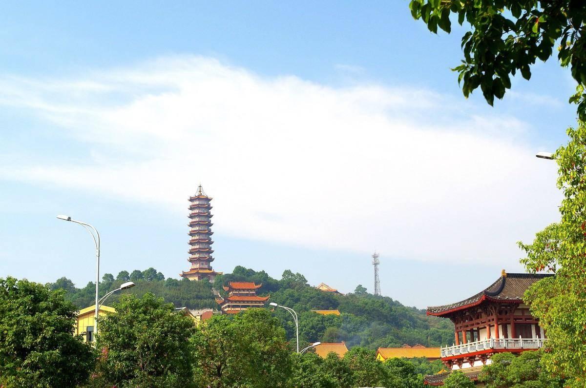 湖南岳阳一座有着悠久历史的寺院,是AAAA级景区
