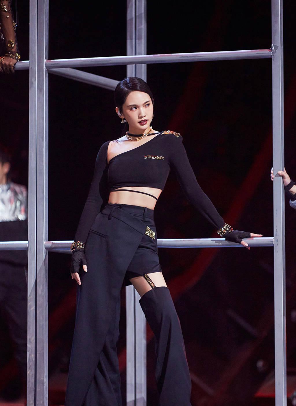 原创             《姐姐2》总决赛造型来袭!杨丞琳好有个性,张柏芝高贵十足