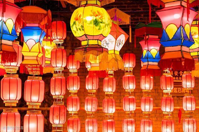 """原创             湖南洪江古商城被称作""""中华商业故宫"""",晚上靠灯光秀鲜活了起来"""
