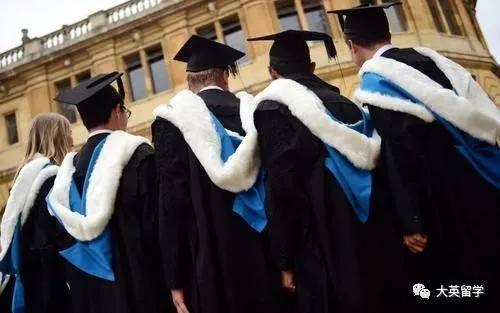 疫情影响下多所英国大学延迟21年毕业典礼