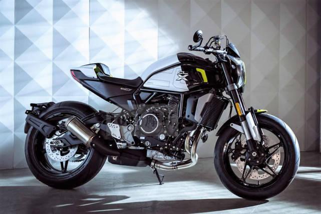国产最美运动复古摩托 春风700CL-X运动版来了 前单碟变双碟刹