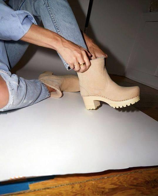 原创疫情杀死高跟鞋?JimmyChoo、红底鞋等精品鞋怎样做危机处理?