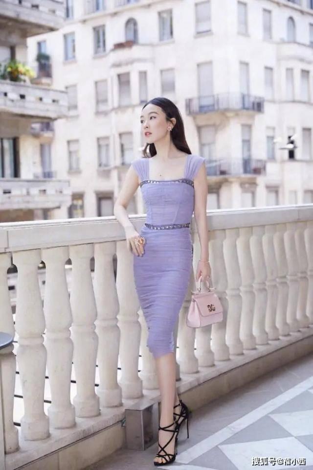 【霍思燕比杜江大4岁】真看不出来,穿紫色连衣裙像个小姑娘,气质惊艳