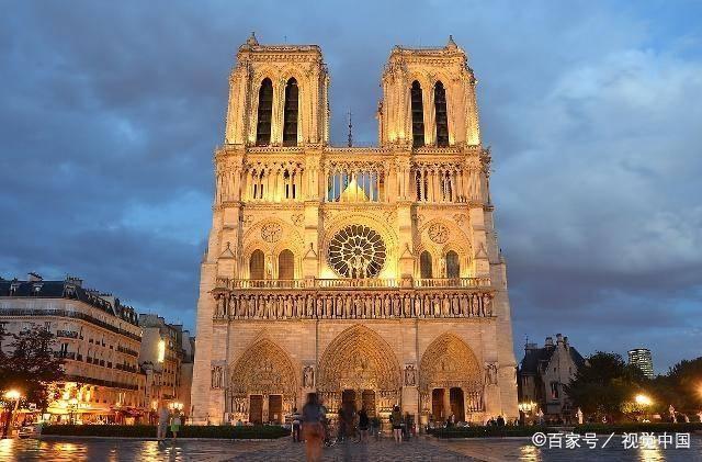 """这座法国180年才建成的""""最美教堂""""烧毁了,世界为它而哭泣!"""