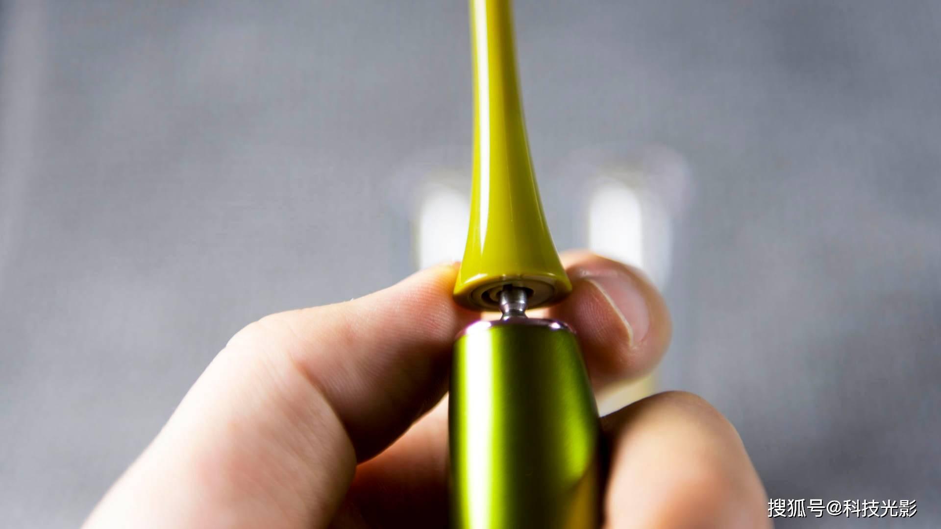 原创             罗曼 T10S小果刷体验:轻薄手感、唇齿清新、电动牙刷更护齿