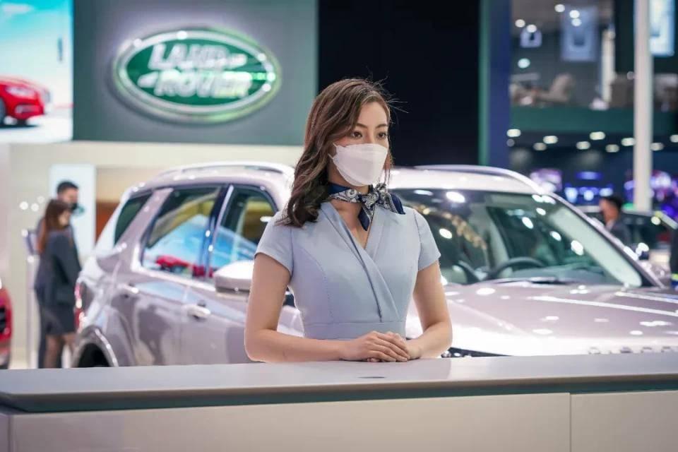 图赏:上海车展上的车模小姐姐们(图5)