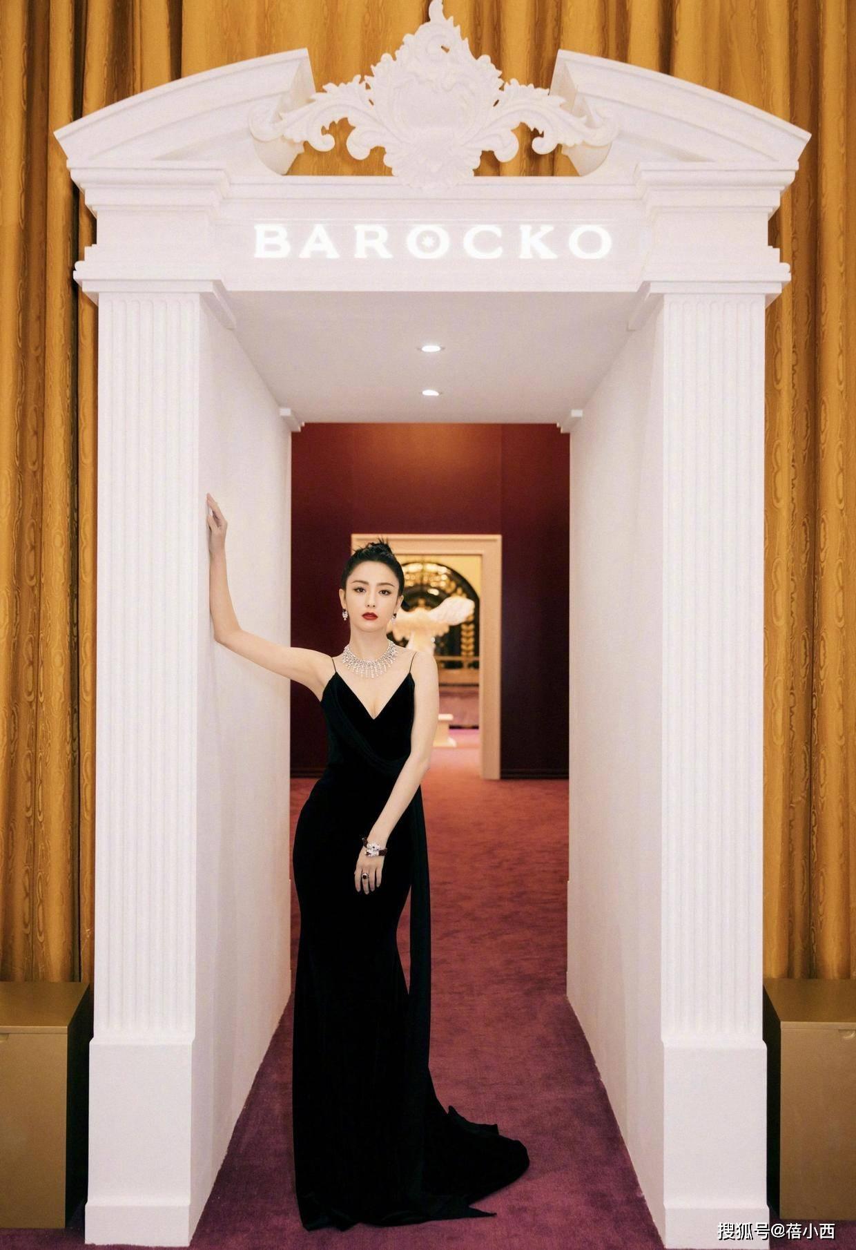 """原创             佟丽娅穿红色连衣裙""""迷死我""""了,穿衣搭配从不复杂,自带高级美"""