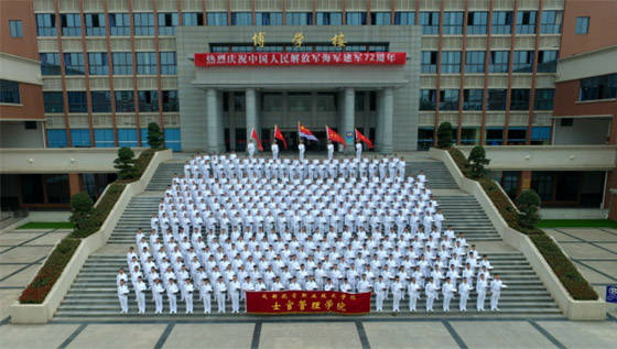成都航空职业技术学院士官管理学院举行系列活动庆祝人民海军成立72周年