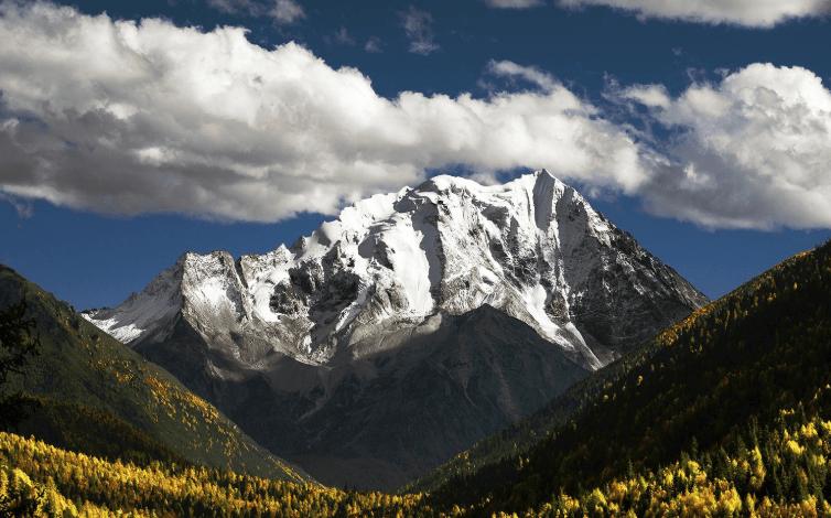 """原创             川西这一""""神山""""爆红,从未有人登顶的,被称""""第二香格里拉"""""""