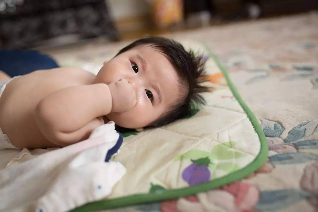 能喂开水给新生儿喝吗?关于宝宝饮水的知识点,新手父母要多看看