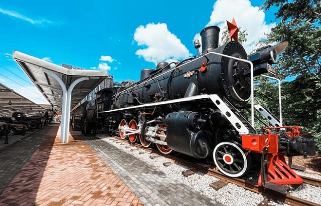 原创              五一出门旅行,为何有很多游客选择坐火车,而不是自驾或坐飞机?