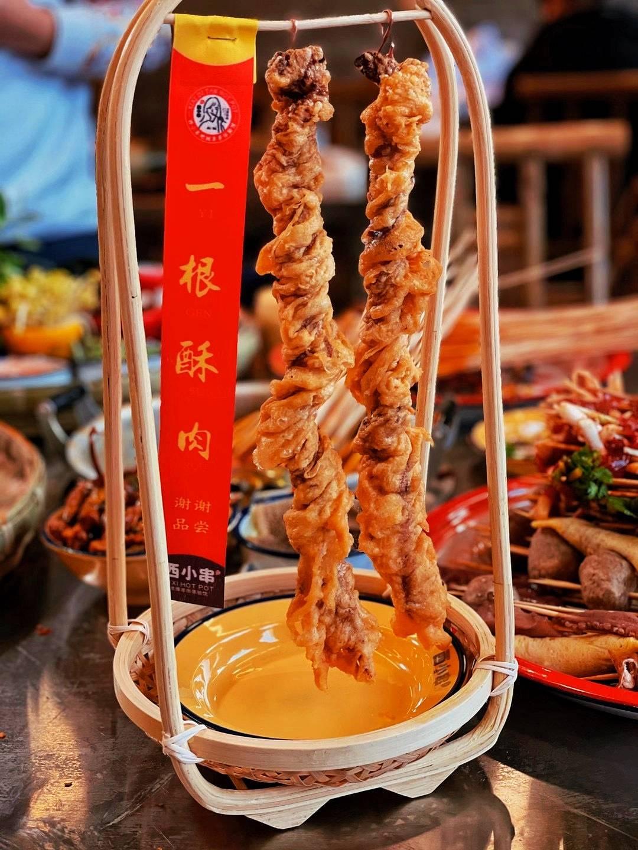 重庆天天排队的地摊串串,人均50吃到爽