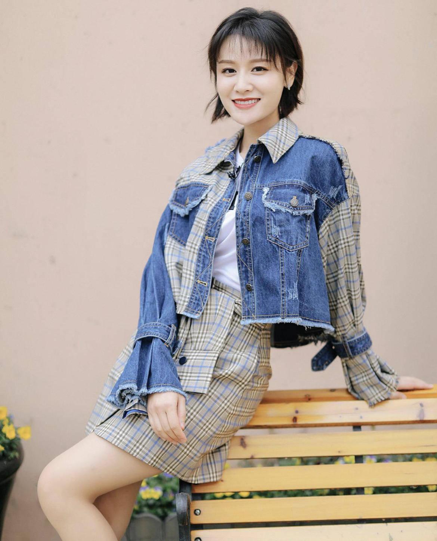 原创             36岁叶一茜尝试少女打扮,牛仔外套配短裤,这身材同龄妈妈辈少有