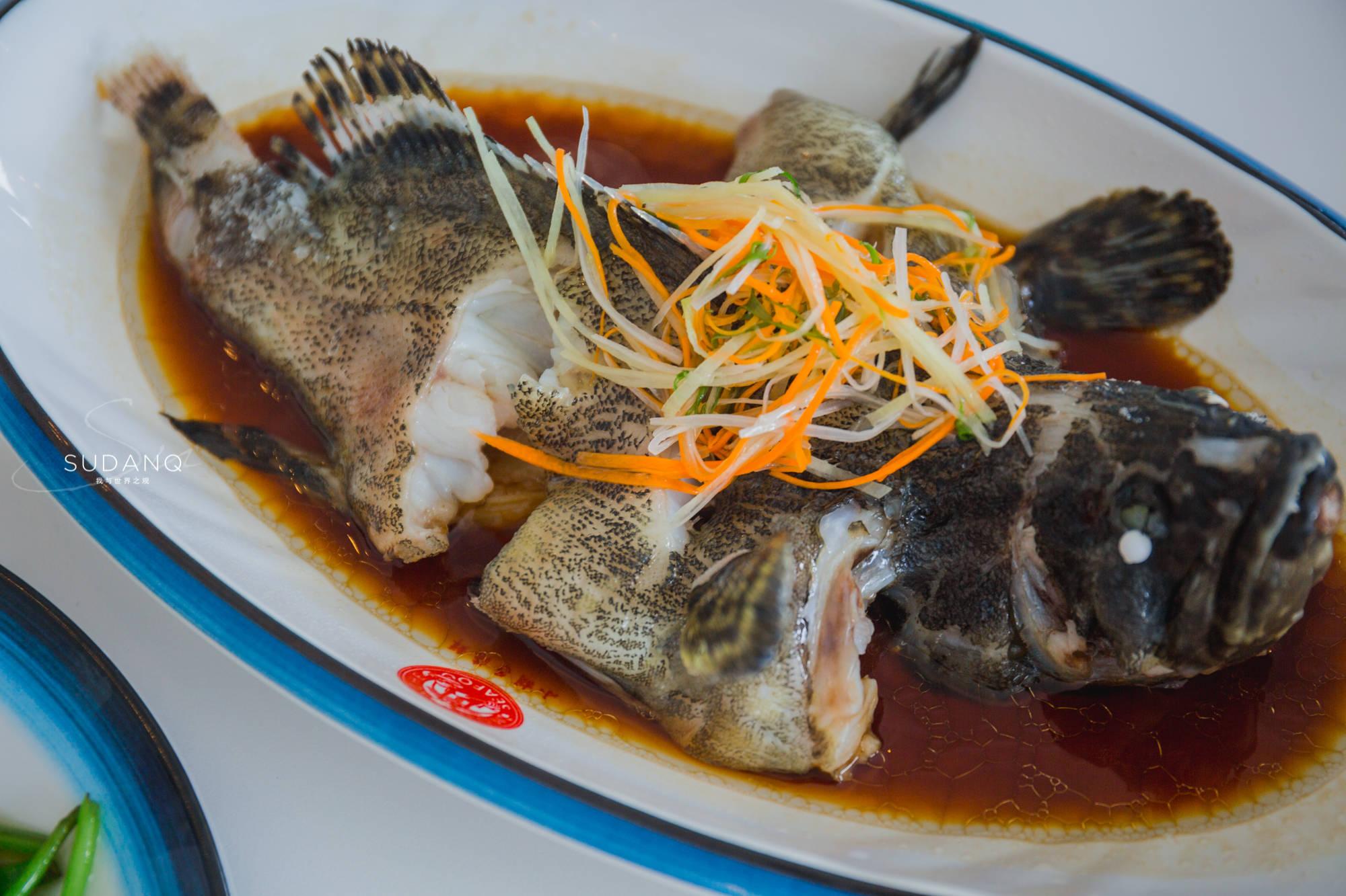 原创             网友提醒我去三亚千万别吃海鲜!包了游艇,吃了海鲜,三亚如此嗨