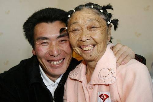 58岁老太整容嫁26岁小伙,可是18年后却哭着求离婚,这是为何?  第5张