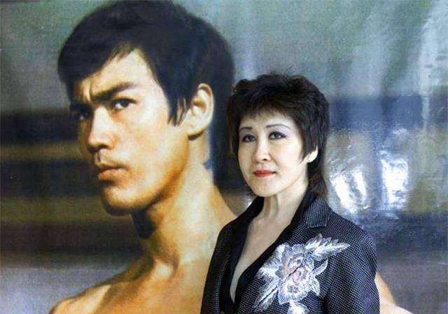 李小龙死在她家,向华强娶她为妻,这个叫丁佩的女人究竟是谁?
