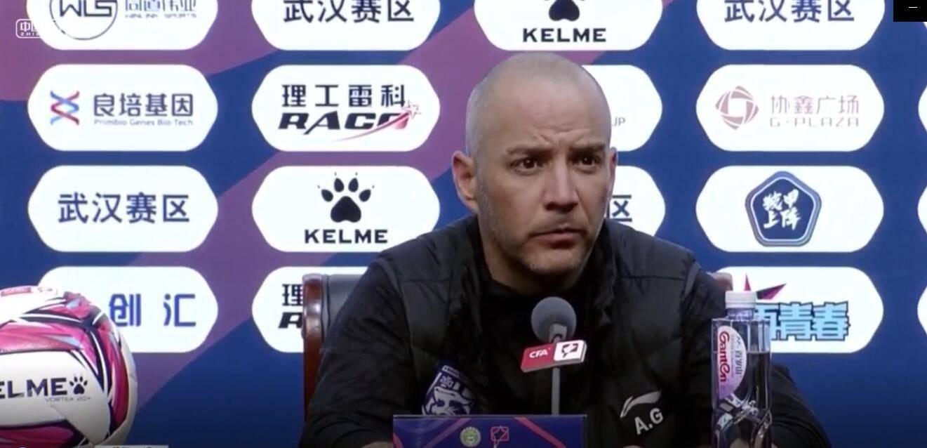 阿尔贝托:武汉三镇队员有赢球欲望,比赛过程中还有这些要解决