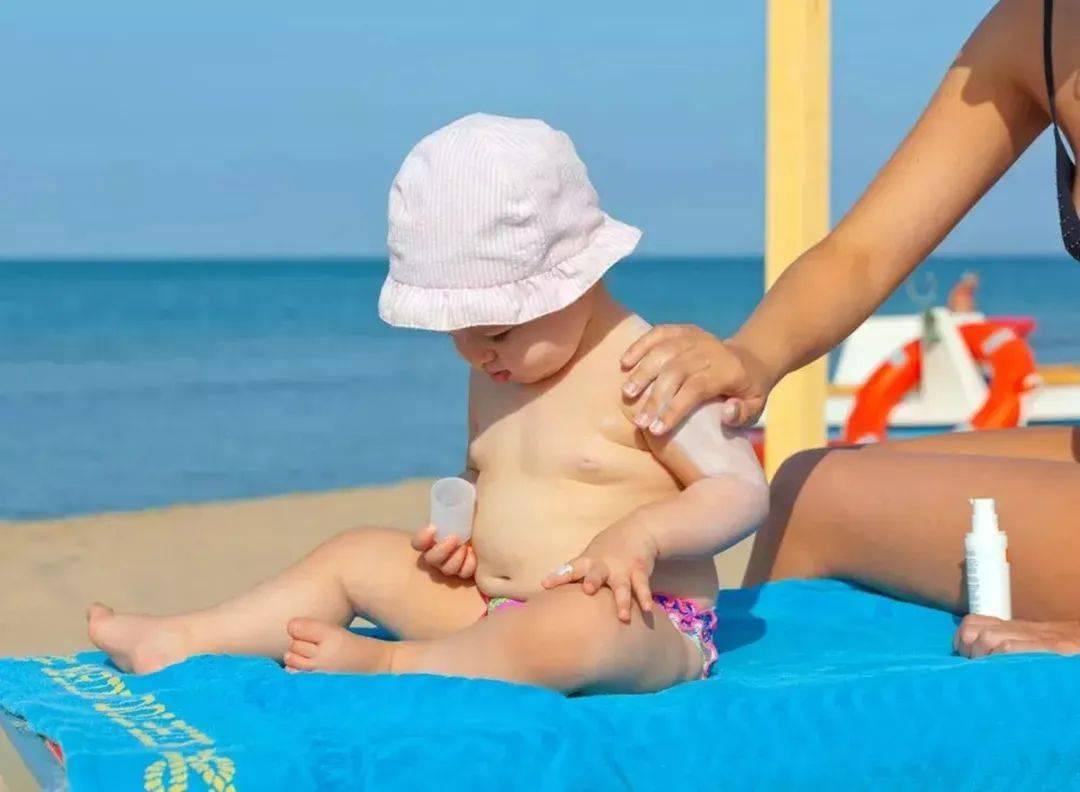 夏季宝宝穿衣、饮食、护理讲究多 这份护理指南很实用 爸妈收藏