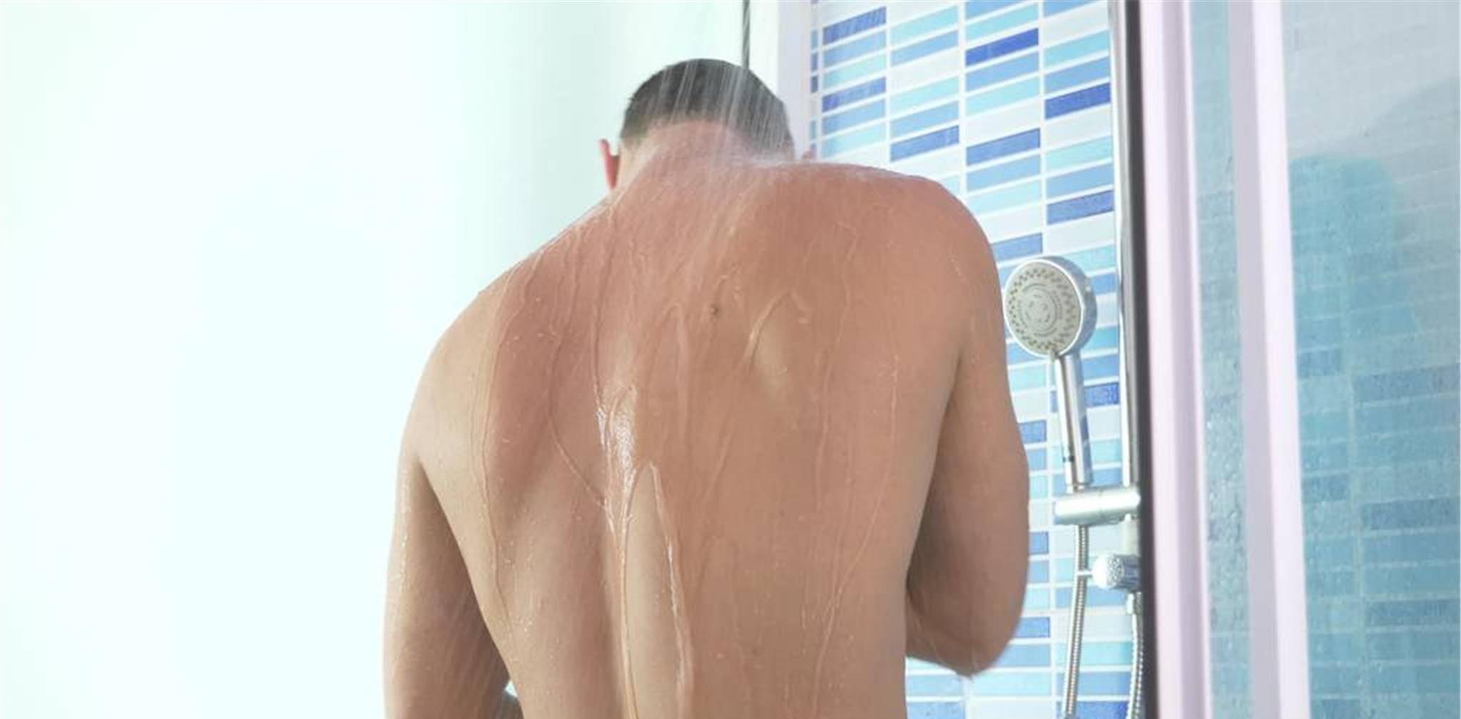 洗冷水澡会加重湿气吗 坚持洗冷水澡20年