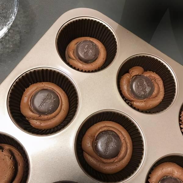 趁热吃一块带流心的巧克力muffin的确不要太鲜味 返回搜狐