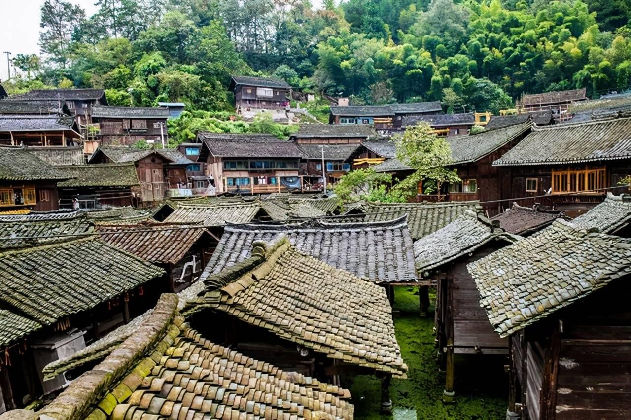 贵州此古寨因粮仓而出名,当地的粮仓竟修建在水上,你知道原因吗