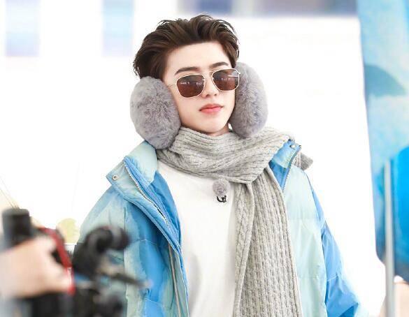 蔡徐坤在三亚穿羽绒服,中国天气官博发出警告,小心有中暑的风险