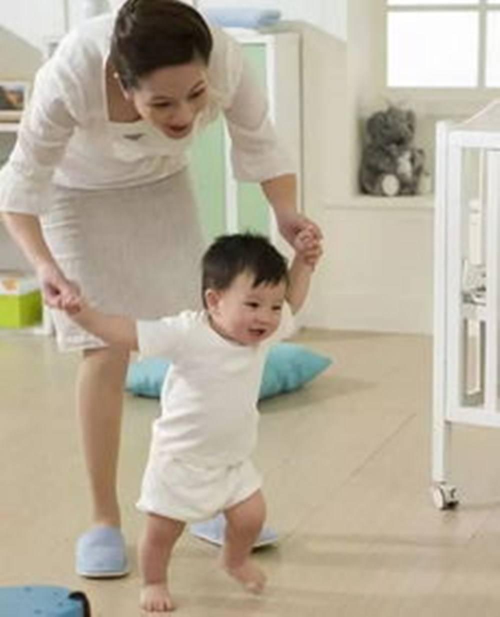 """1~12月婴儿发育标准 你家宝宝""""达标""""了吗?新手爸妈来对照下-家庭网"""